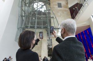 Jenny Holzer am Guggenheim Museum Bilbao mit der Ausstellung Like Beauty in Flames