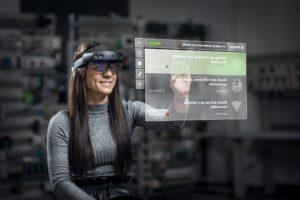 Maschinenwartung und Remote-Schulungen bei Skoda mit HoloLens.